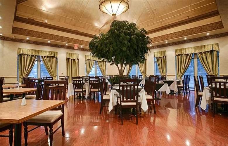 Best Western Plus Travel Hotel Toronto Airport - Restaurant - 68