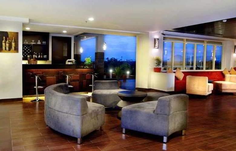 Aston Bogor Hotel And Resort - Bar - 3