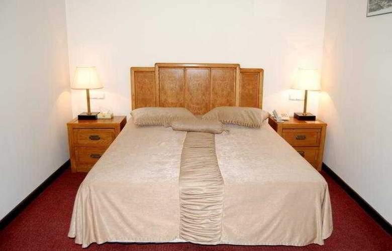 Regineh Hotel - Room - 3