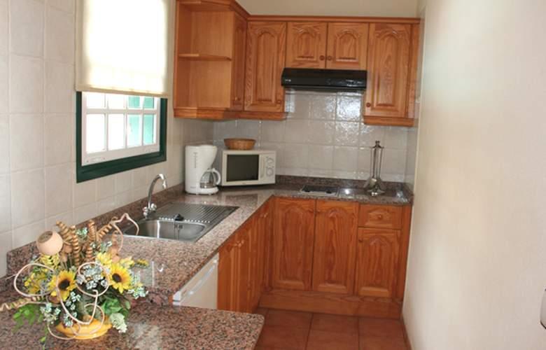 Apartamentos Oasis San Antonio - Room - 7