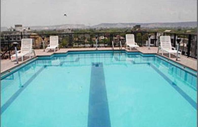 Vesta Maurya Palace - Pool - 5