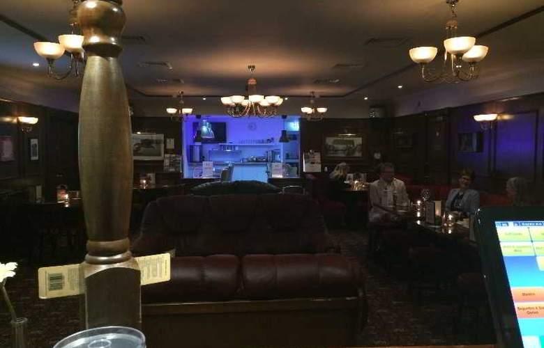 Gatwick Belmont - Bar - 12