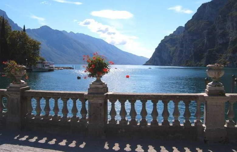 Grand Hotel Riva - Terrace - 11