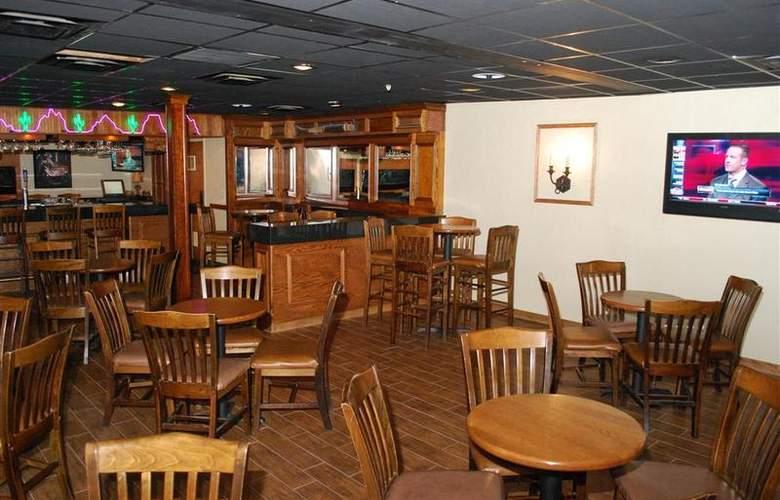 Best Western Saddleback Inn & Conference Center - Bar - 101