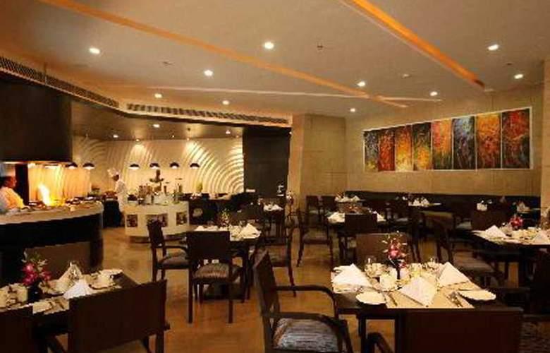 Golden Tulip Chattarpur - Restaurant - 6