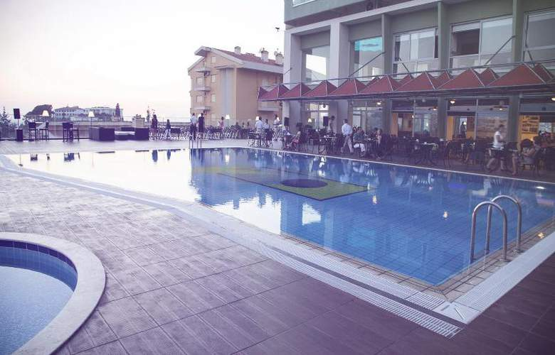 Marina Hotel - Pool - 30