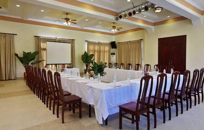 Golden Coast Resort & Spa - Room - 8