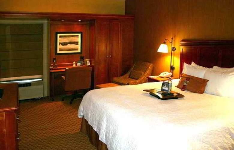 Hampton Inn Peoria-E At The River Boat Crossing - Hotel - 4