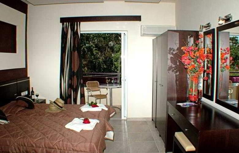 Canadian Hotel - Room - 6