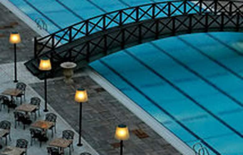 Mercure Hotel - Pool - 7