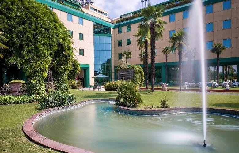 Royal Garden Hotel - Hotel - 2