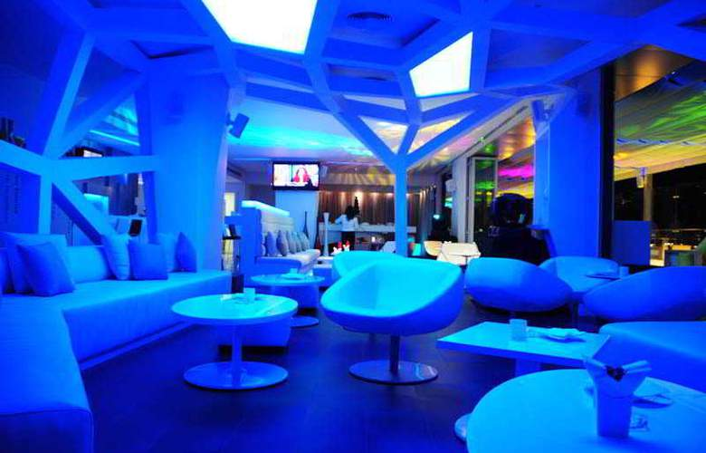 Hues Boutique - Bar - 2