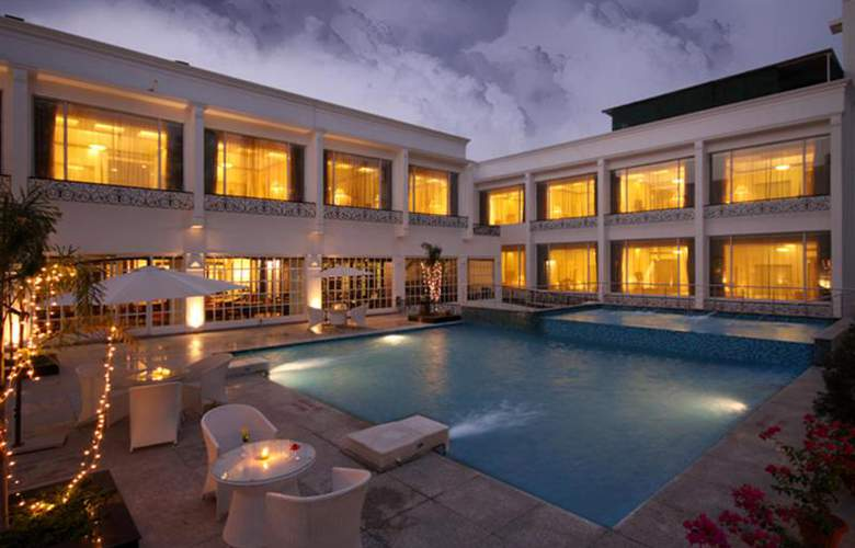 Country Inn & Suites by Carlson Delhi Satbari - Pool - 5
