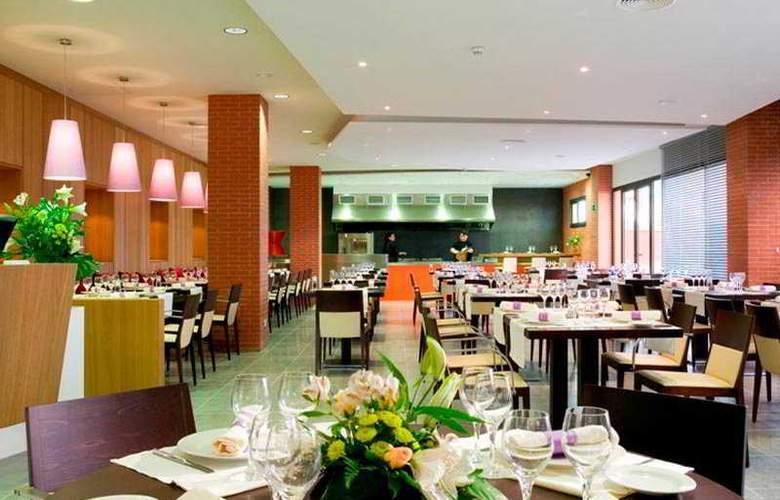 Hilton Garden Inn Malaga - Restaurant - 7