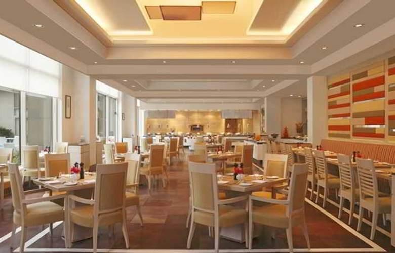 DoubleTree by Hilton Agra - Restaurant - 13