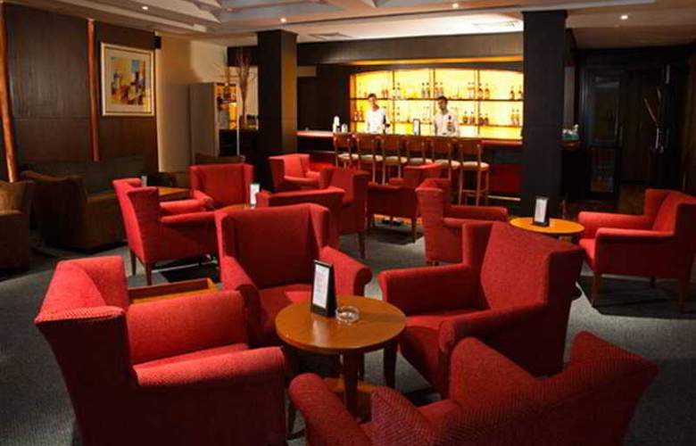 Ellaa Hotels A Boutique Lifestyle - Bar - 8