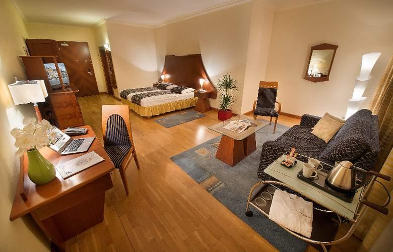 Grand Hotel Zvon - Room - 1