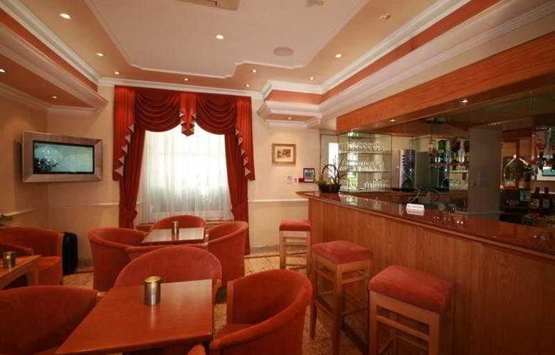 Days Inn Hyde Park - Hotel - 4