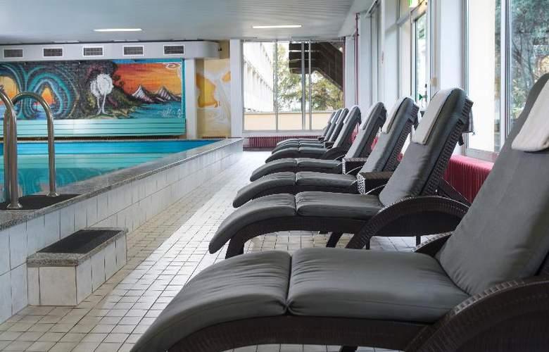 Wyndham Garden Kassel - Pool - 10