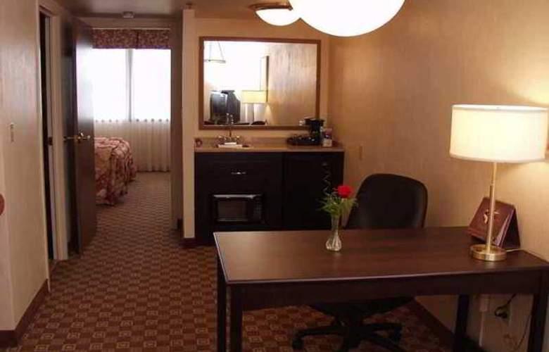 Embassy Suites Columbus - Hotel - 8