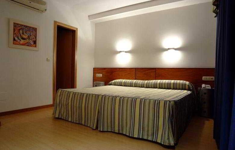 Colon Tuy - Room - 8