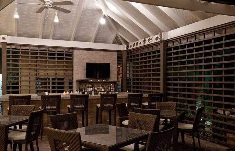 Comfort Inn & Suites Market Center - Bar - 7