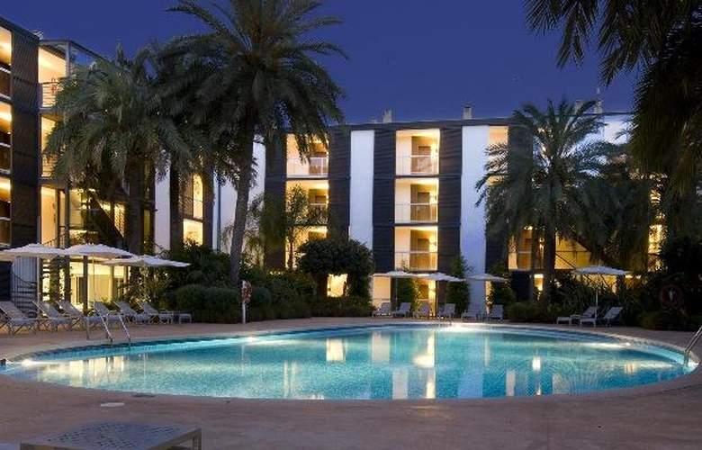 Las Gaviotas Suite Hotel - Pool - 11