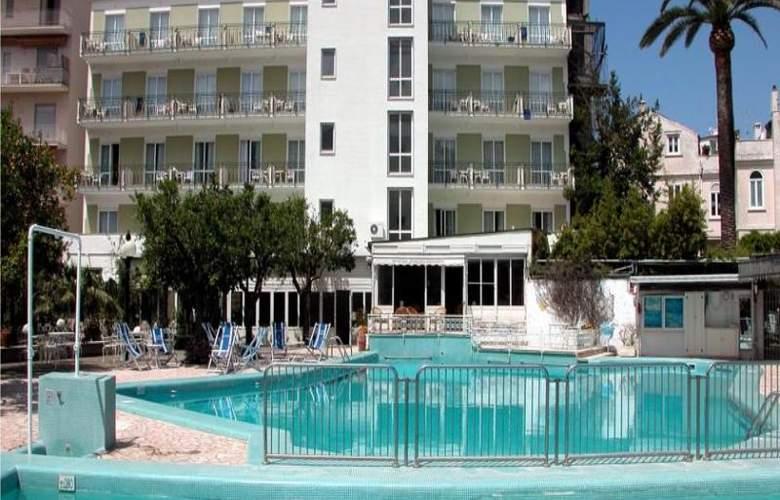Carlton International - Pool - 11