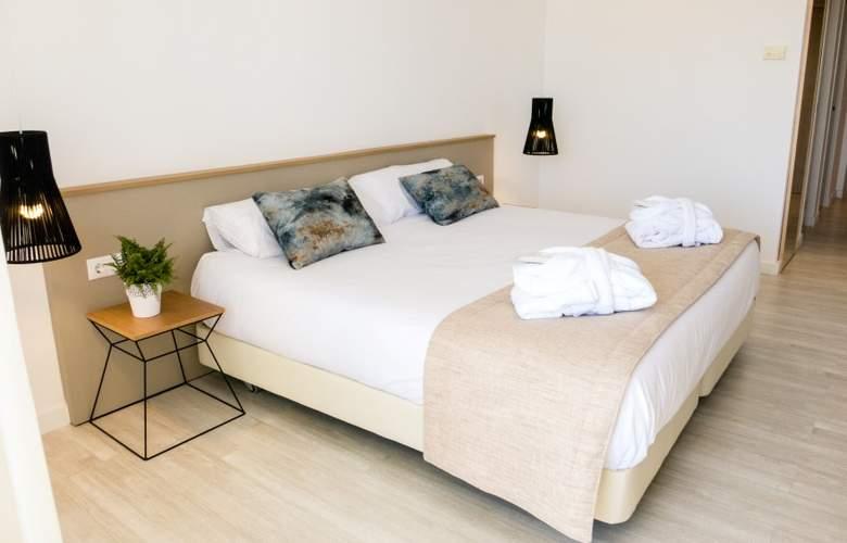 Globales Cala Bona Suites - Room - 10