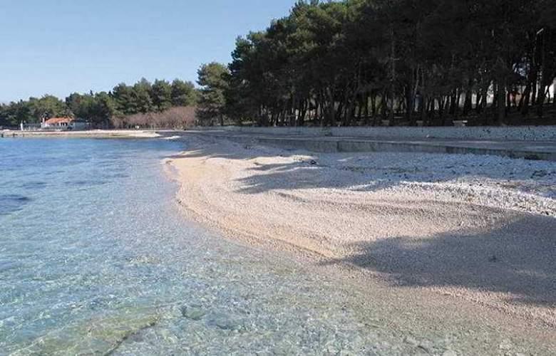 Waterman Supetrus Resort - Beach - 7