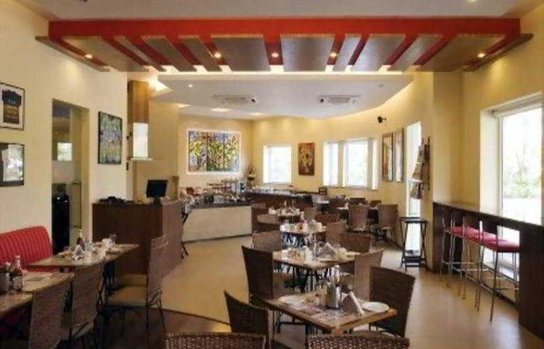 Lemon Tree Hinjawadi Pune Hotel - Restaurant - 6