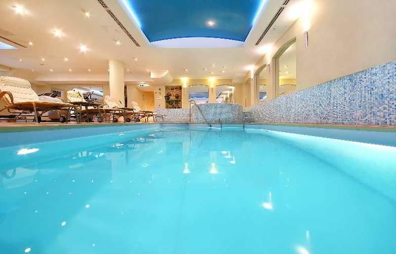 Radisson Blu Astorija Vilnius - Pool - 11