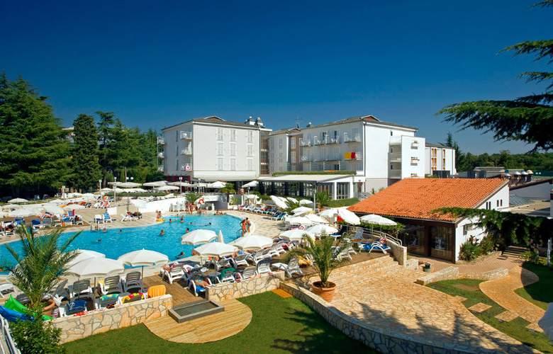 Valamar Pinia Hotel - Pool - 6