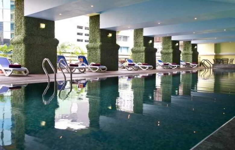 Hotel Royal Kuala Lumpur - Pool - 4