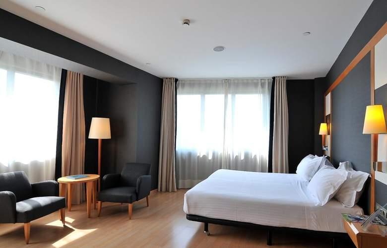 Barcelona Universal - Room - 36