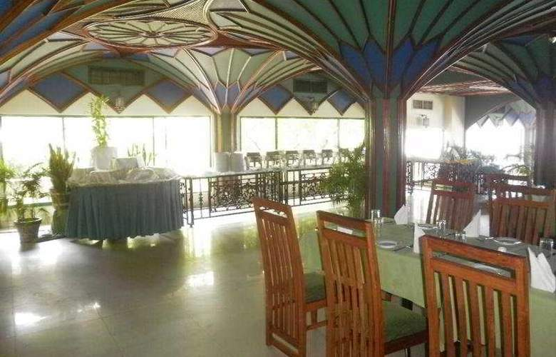 Peacock Beach - Restaurant - 11