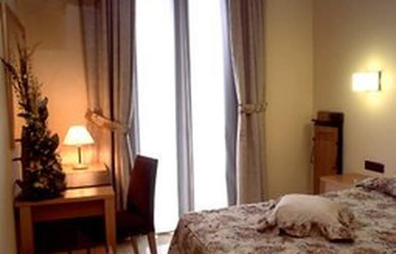 Flor Parks - Room - 2