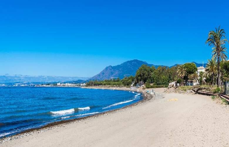 Globales Playa Estepona - Beach - 39