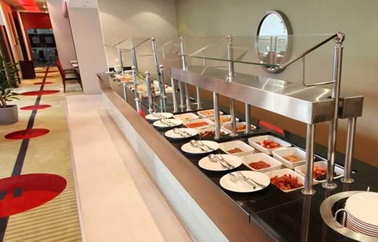 Holiday Inn Sofia - Restaurant - 60