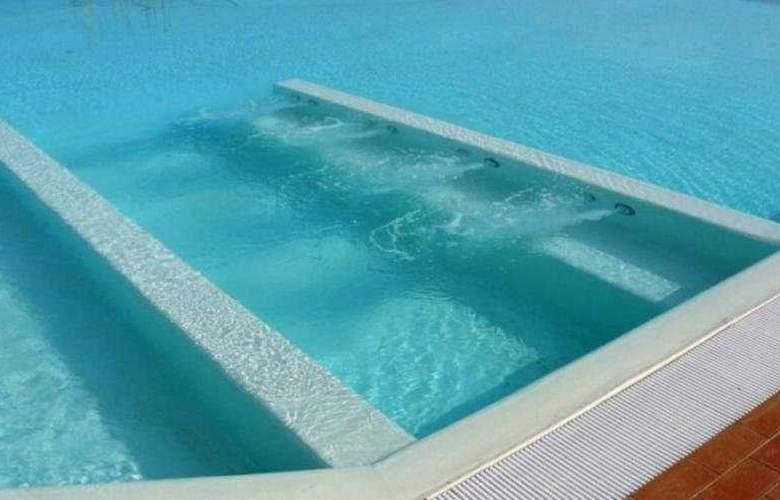 Eden Park Resort - Pool - 7
