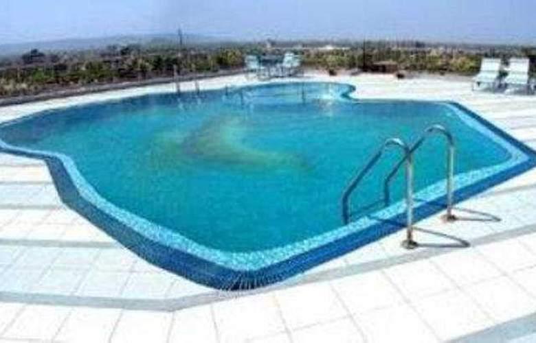 Om Tower - Pool - 3