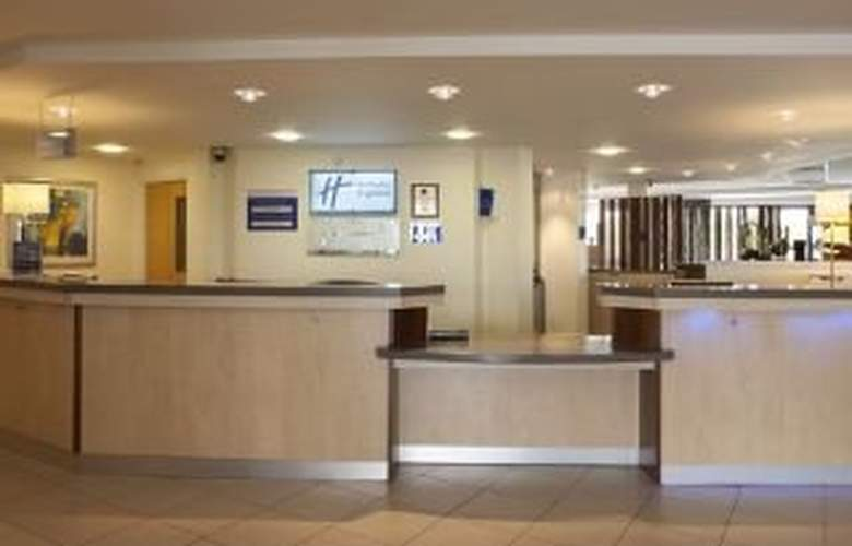 Holiday Inn Express Cardiff Airport - General - 1