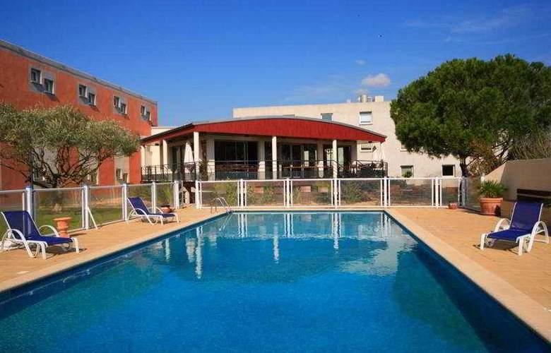 Kyriad Montpellier Lunel - Pool - 5