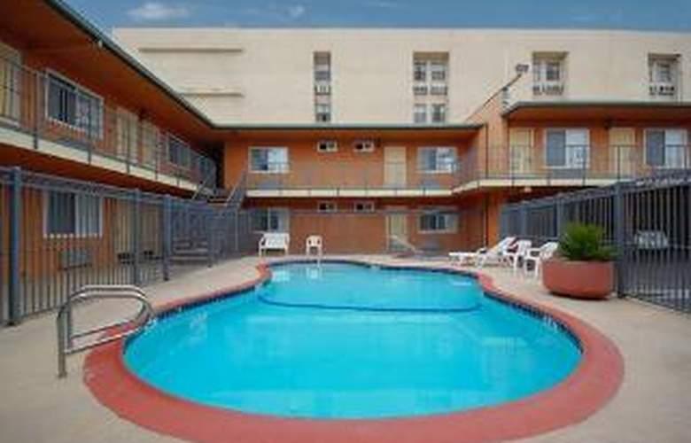 Rodeway Inn & Suites Near Convention Center - Pool - 5