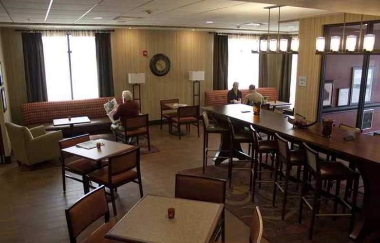 Hampton Inn Burlington - Hotel - 1