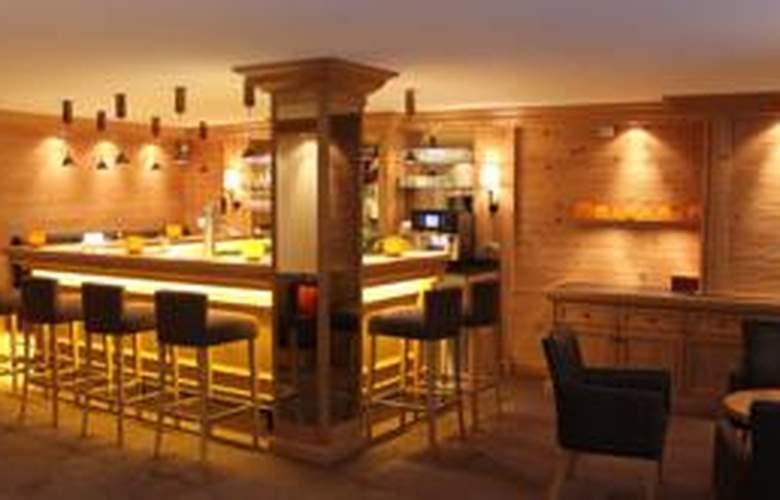 Holiday - Bar - 2