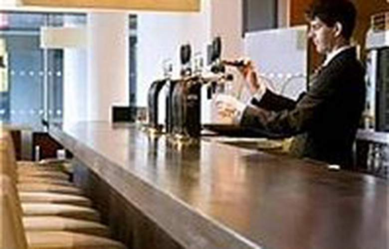 Louis Fitzgerald - Bar - 3