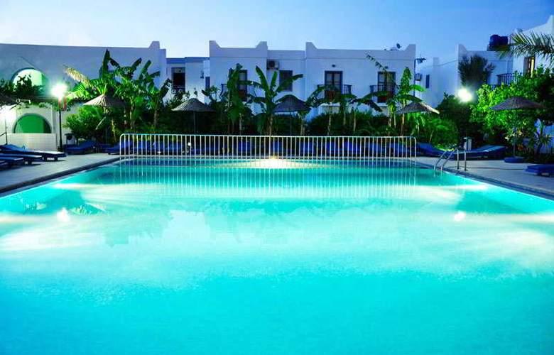 Dilek Hotel & Apartments - Pool - 7