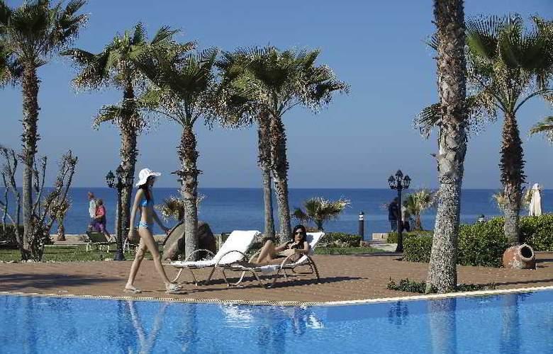 Aquamare Beach Hotel & Spa - Pool - 4