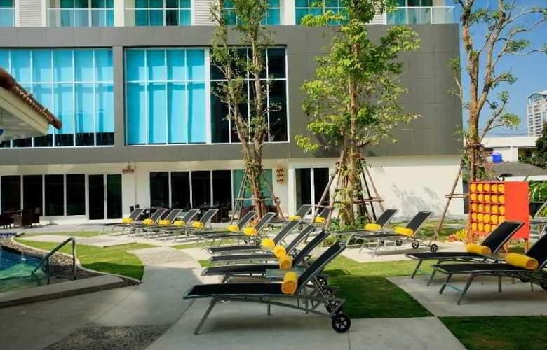 Centara Pattaya Resort - Pool - 17